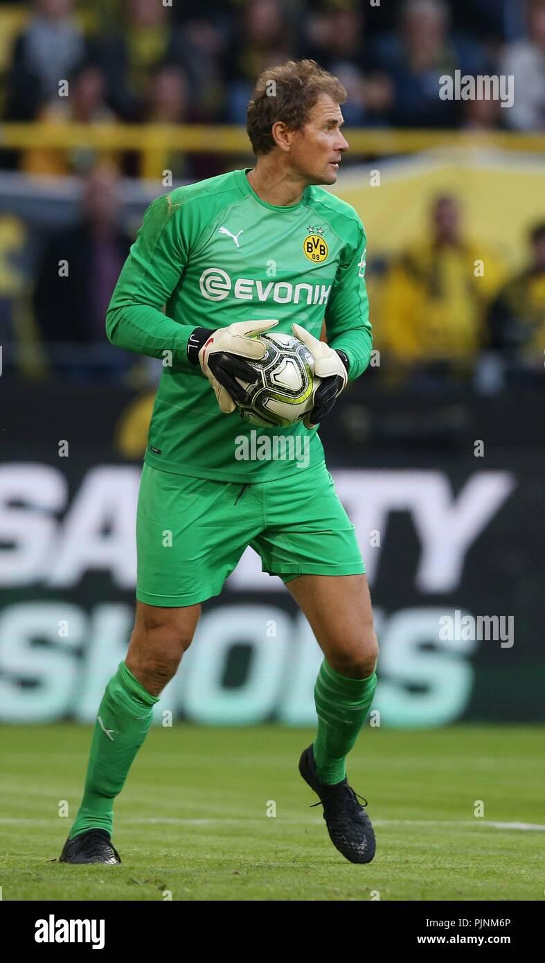 9ba9dffdb5 Borussia Dortmund Goalkeeper Imágenes De Stock   Borussia Dortmund ...