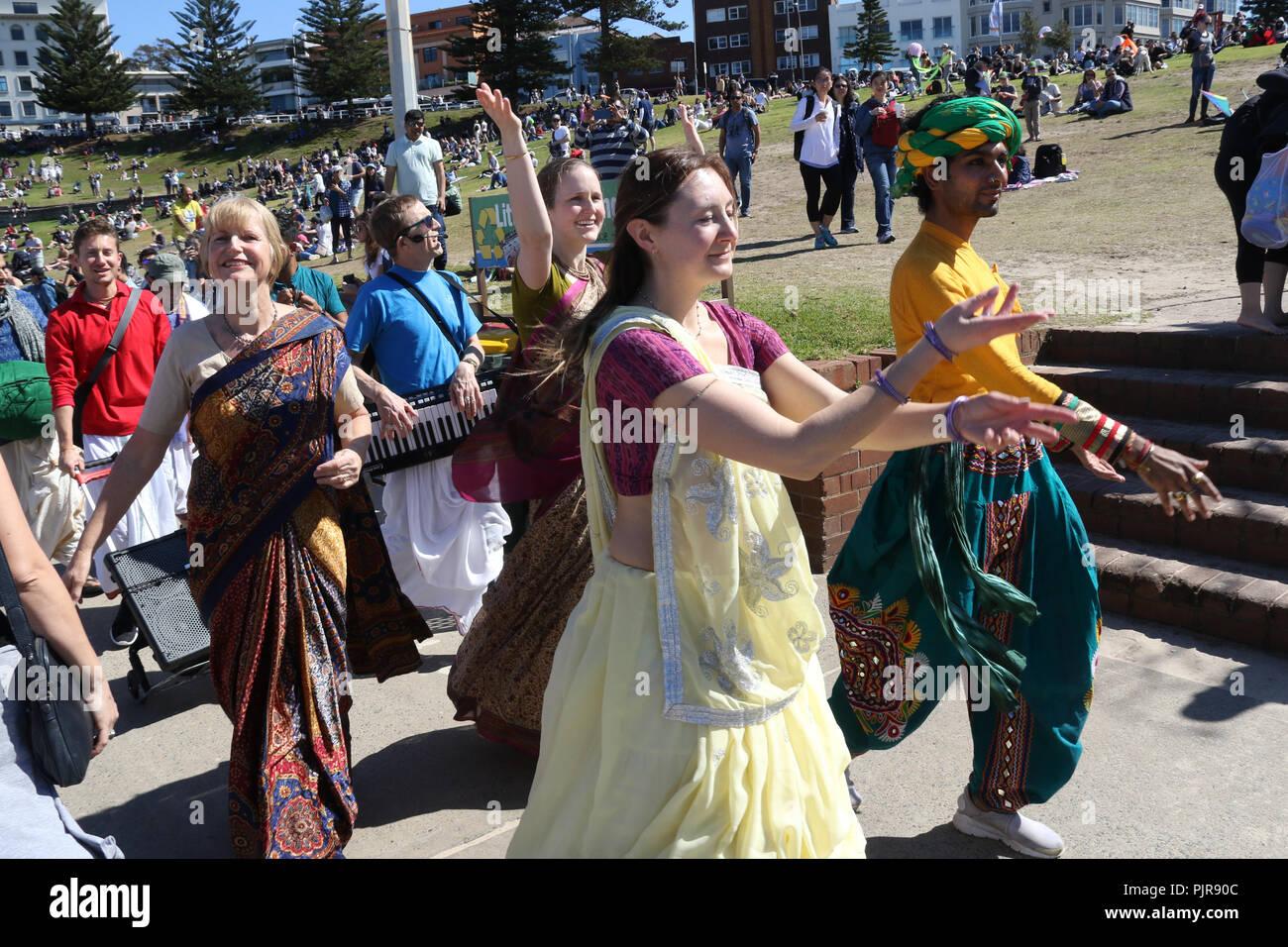 Seguidores de Hare Krishna en Bondi Beach, Sydney, Australia. Foto de stock