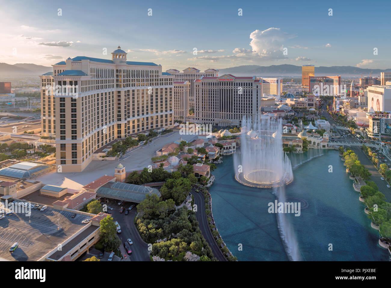 Vista aérea de la Strip de Las Vegas, en Nevada, EE.UU. al atardecer. Imagen De Stock