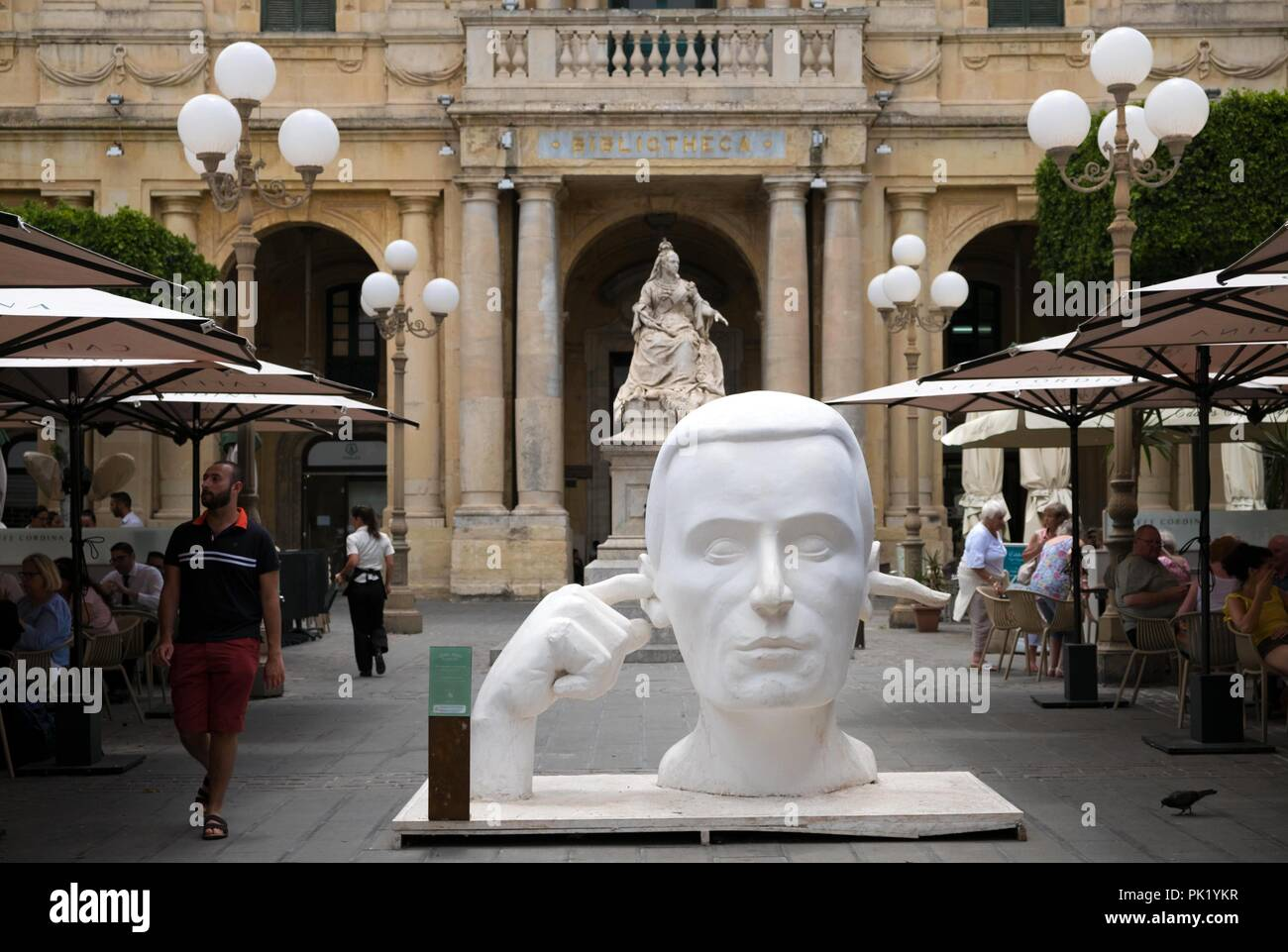 Ilustración colocada en la Plaza de la República, en la ciudad de La Valetta, en Malta, como parte del tiempo de la ciudad como Capital Europea de la Cultura 2018 (ECoC). Imagen De Stock