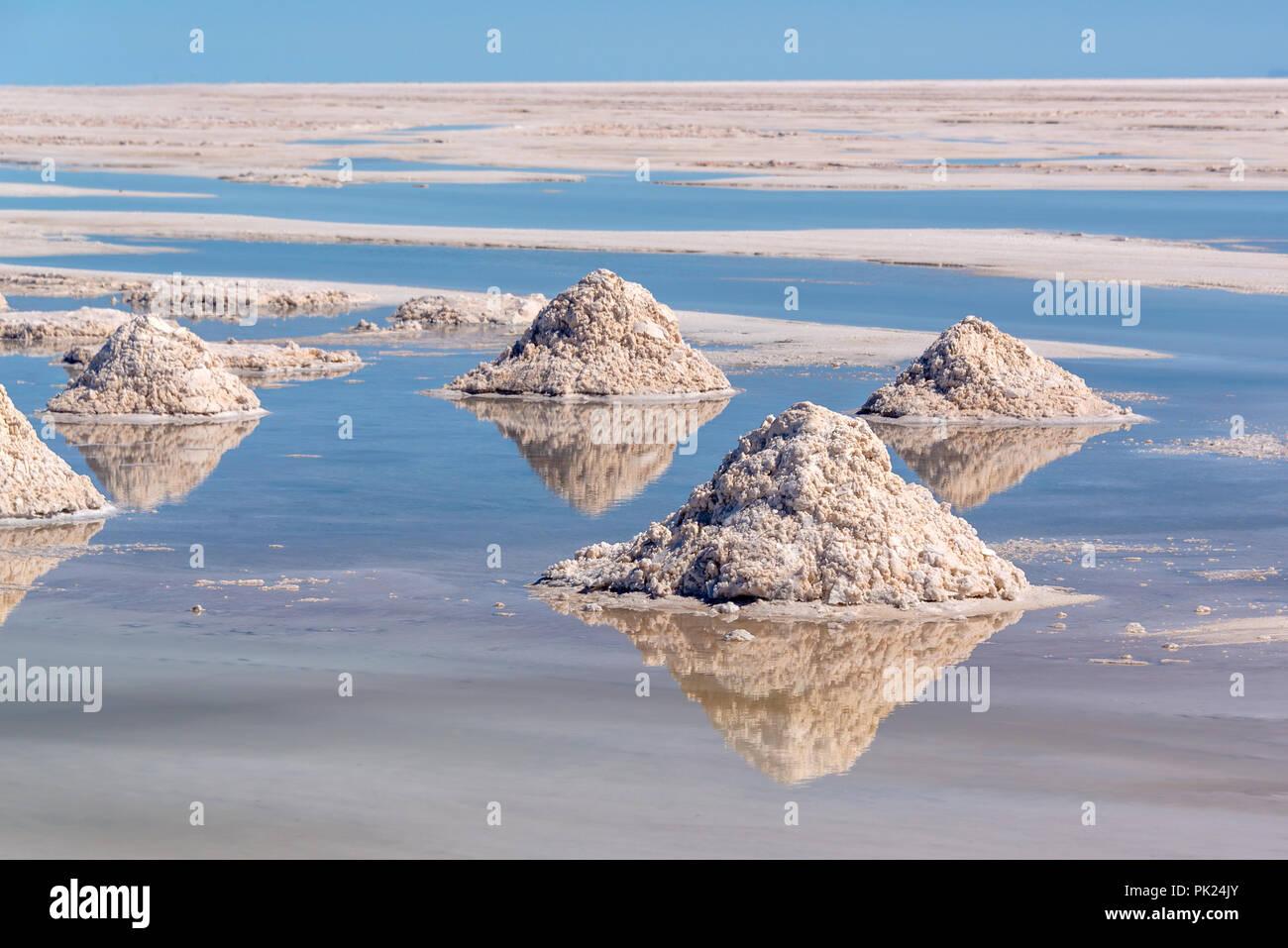 Los montones de sal en el Salar de Uyuni, Potosí, Bolivia Imagen De Stock