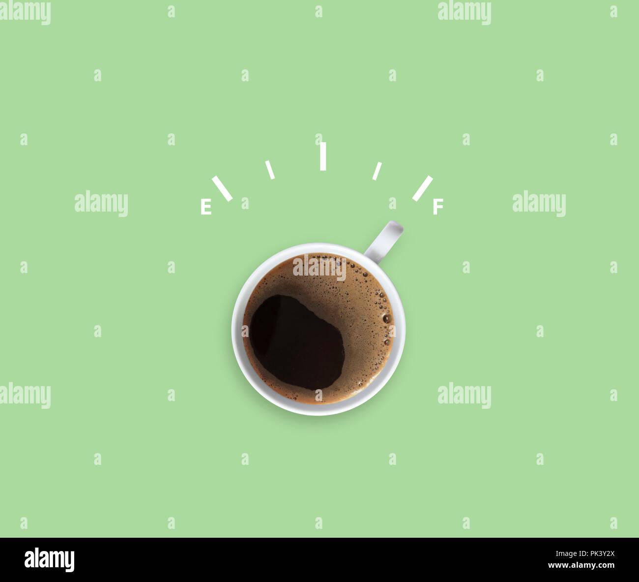 El café americano caliente con medidor de alerta, energía completa Imagen De Stock