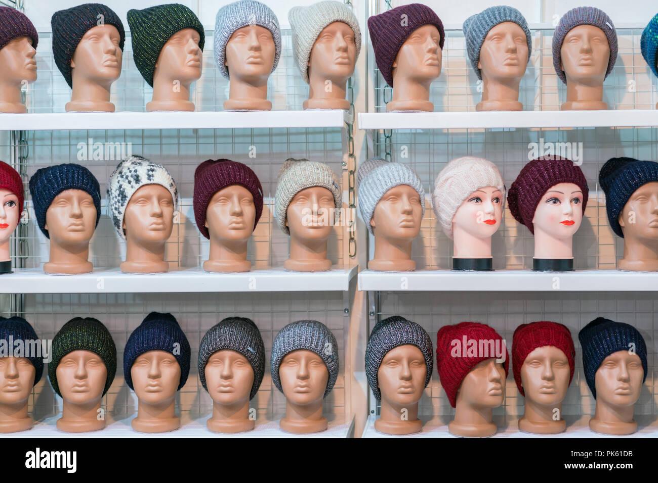 Woolen Hats Imágenes De Stock   Woolen Hats Fotos De Stock - Alamy 63059bf040f