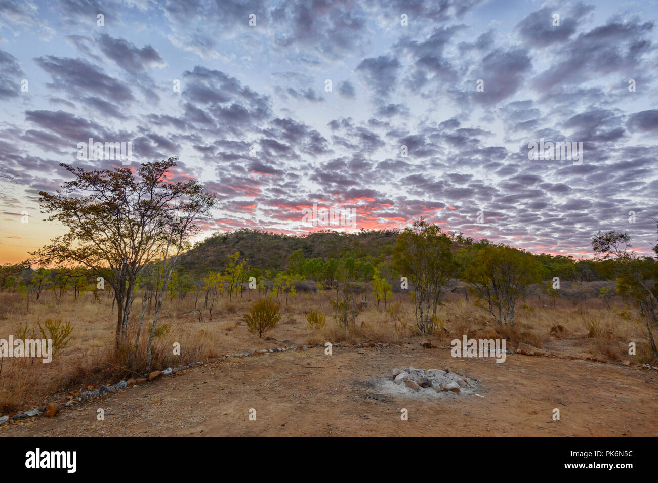 Caballa Sky al amanecer en Chillagoe, Norte de Queensland, Queensland, Australia Imagen De Stock
