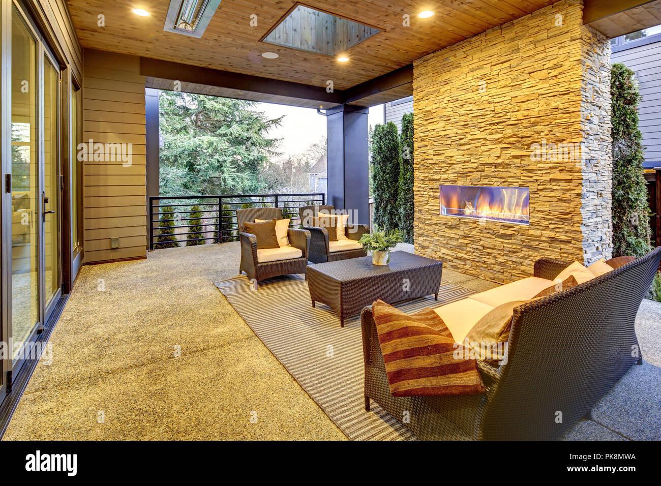 Lujosa casa de nueva construcción en Bellevue. Noroeste, EE.UU. Imagen De Stock