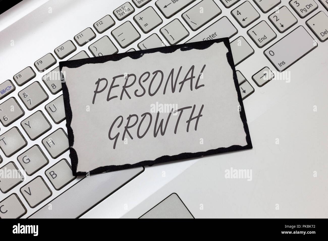 Escribir nota mostrando el crecimiento personal. Exhibición fotográfica de negocios mejorar desarrollar tus habilidades cualidades aprender nuevos materiales. Imagen De Stock