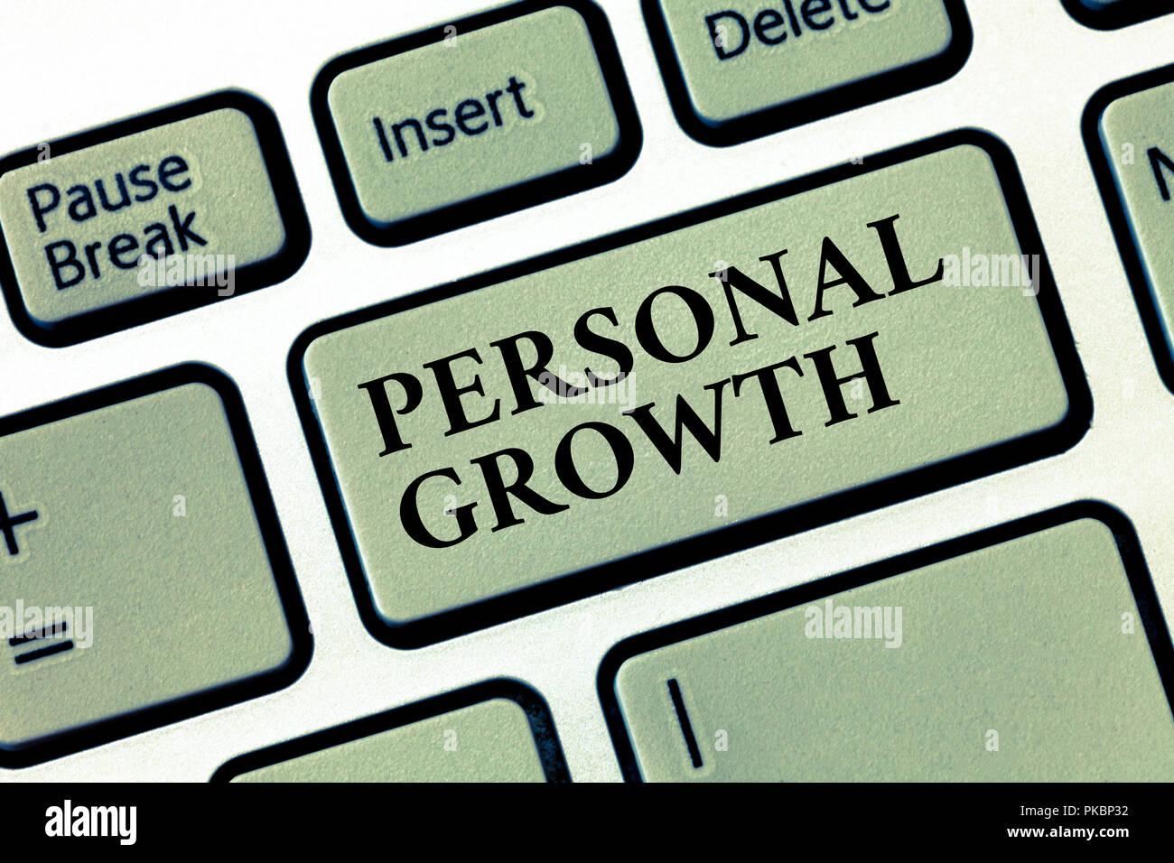 Texto de escritura a mano para el crecimiento personal. Concepto Significado mejorar desarrollar tus habilidades cualidades aprender nuevos materiales. Imagen De Stock