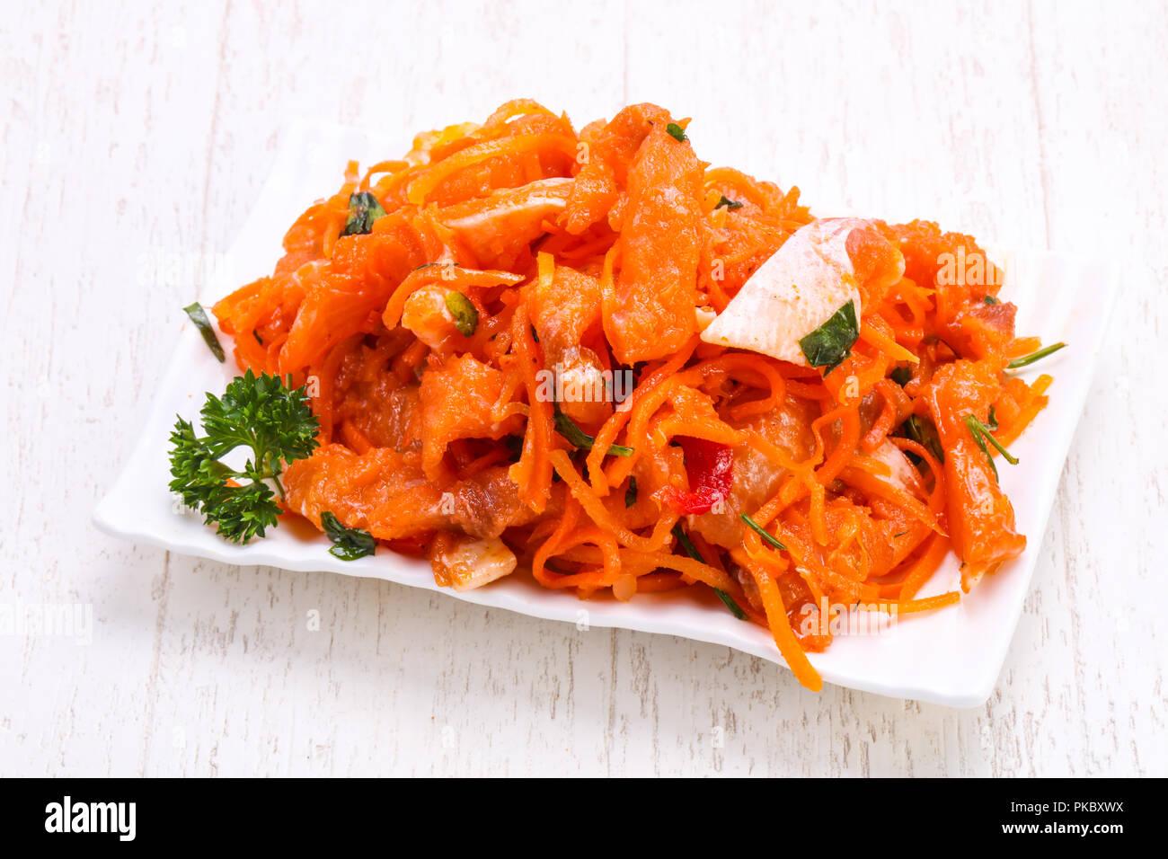 Zanahoria En Escabeche Con El Pescado En El Recipiente Fotografia De Stock Alamy Cubrir con agua y vinagre mezclados en partes. alamy