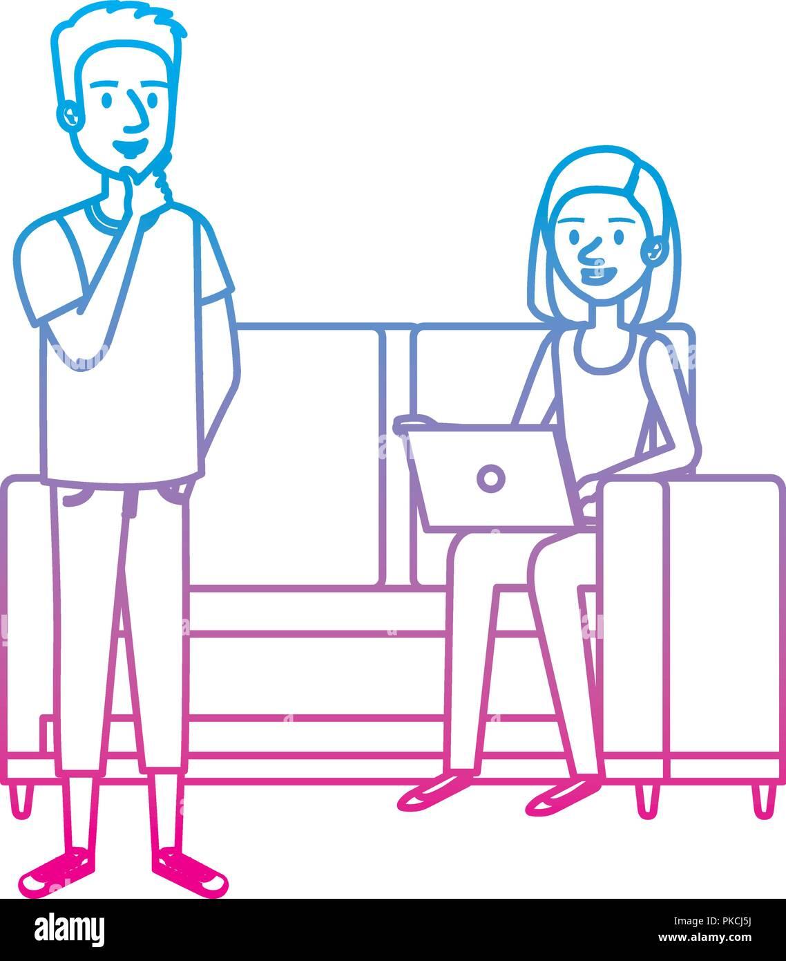Mujer joven en un sofá con un portátil y compañeros Imagen De Stock