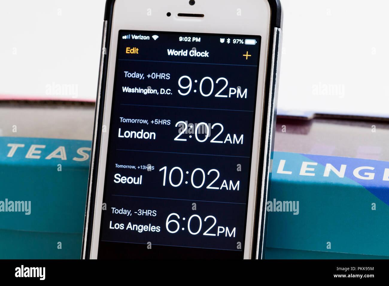 Reloj Wold app del iPhone pantalla - EE.UU. Imagen De Stock