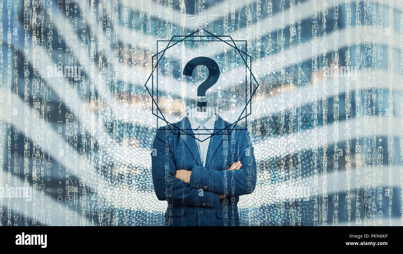 Imagen surrealista como adulto online internet anónimo hacker con rostro invisible de pie con las manos cruzadas y el signo de interrogación en lugar de la cabeza, ocultando su ide Imagen De Stock