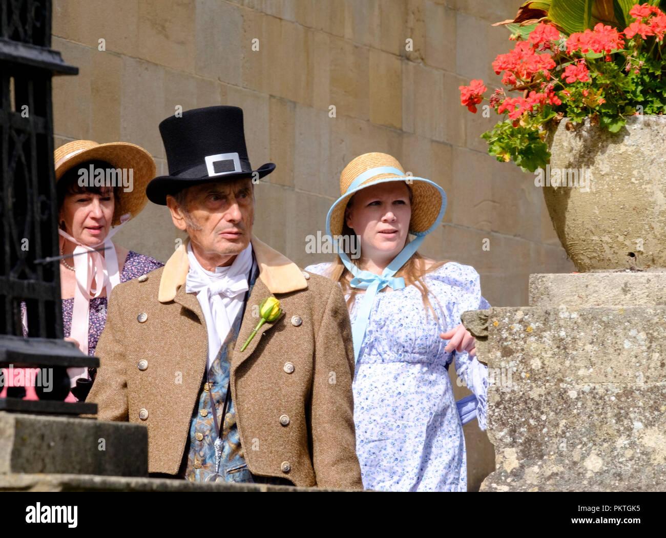 Bath, Reino Unido. El 15 de septiembre de 2018. Los fans de Jane Austen se reúnen en Regency vestido de paseo a través de la histórica ciudad de Bath. La tasa anual de Jane Austen Festival atrae a gente de todo el mundo para celebrar el famoso novelistas. ©JMF Noticias / alamy Live News Imagen De Stock