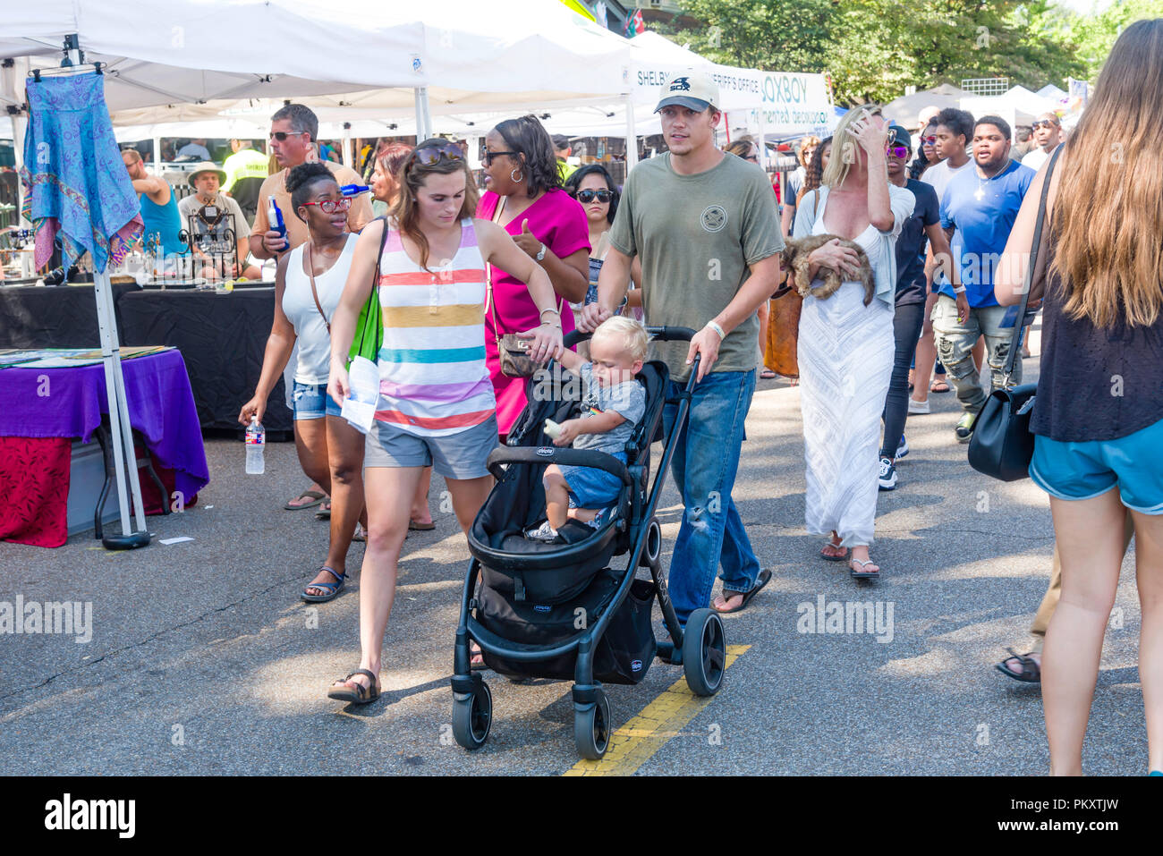 En Memphis, Tennessee. El 15 de septiembre de 2018. Festival Cooper-Young Memp 2018.su, Tennessee. El mayor festival de un día en Tennessee. La gente disfruta de la última del verano con arte, comida y buena música. Crédito: Gary Culley/Alamy Live News Foto de stock