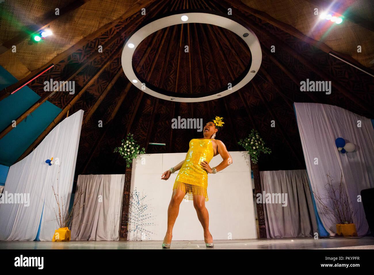 Arrastre un espectáculo en Maliu Mai Bar y Grill, Apia, Samoa. Imagen De Stock