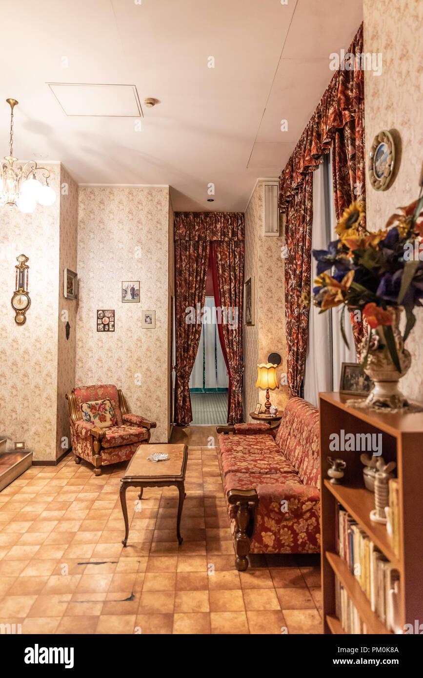 Casas pintadas interior great casa de madera de estilo - Casas de madera pintadas ...