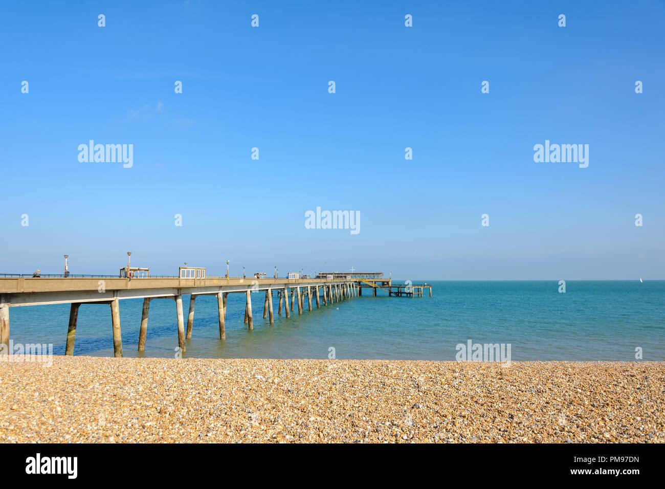 Tratar Beach & Pier, Kent, UK Imagen De Stock