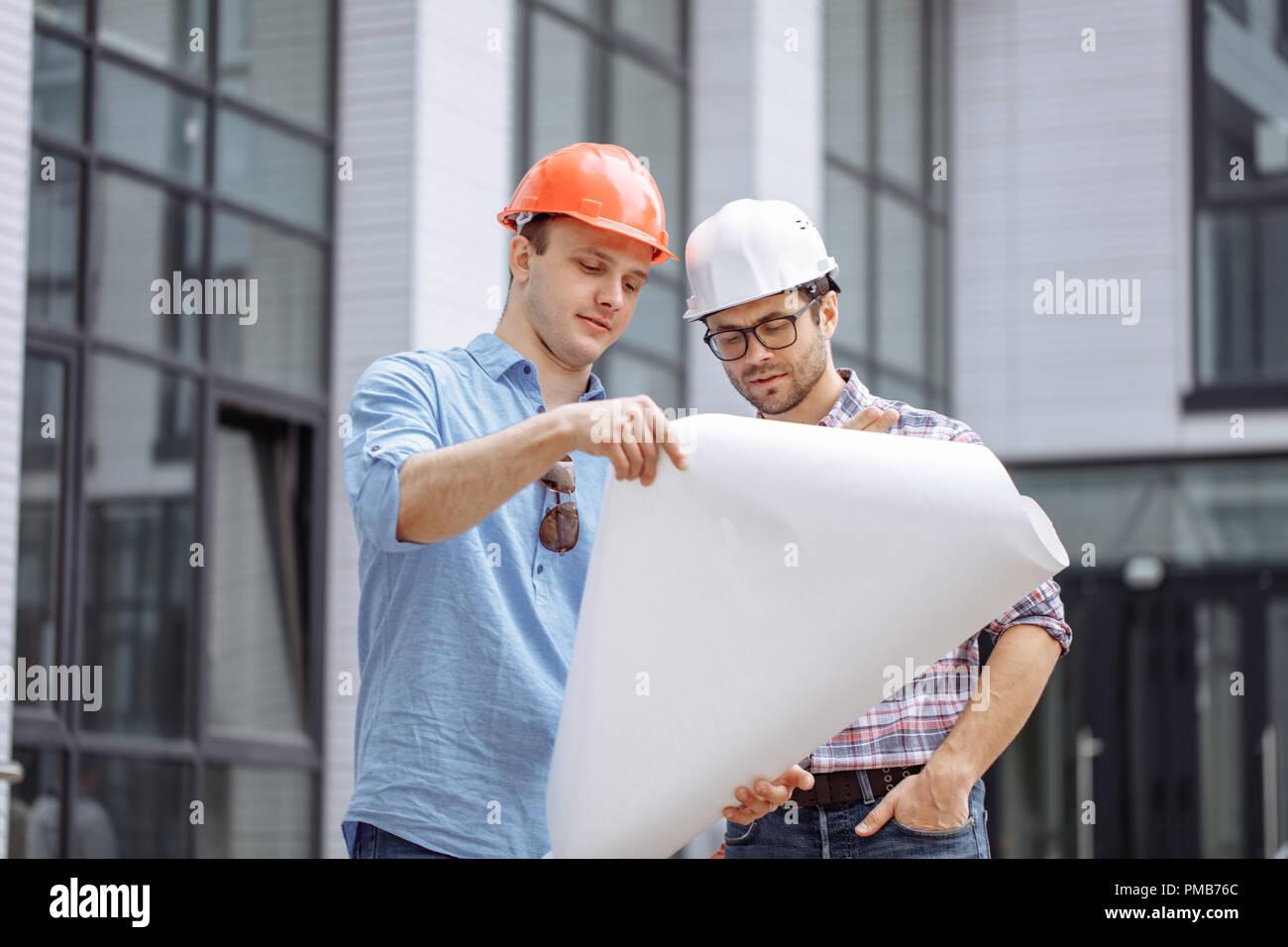 Dos ambiciosos ingenieros están desarrollando ideas propias para crear rascacielos Imagen De Stock