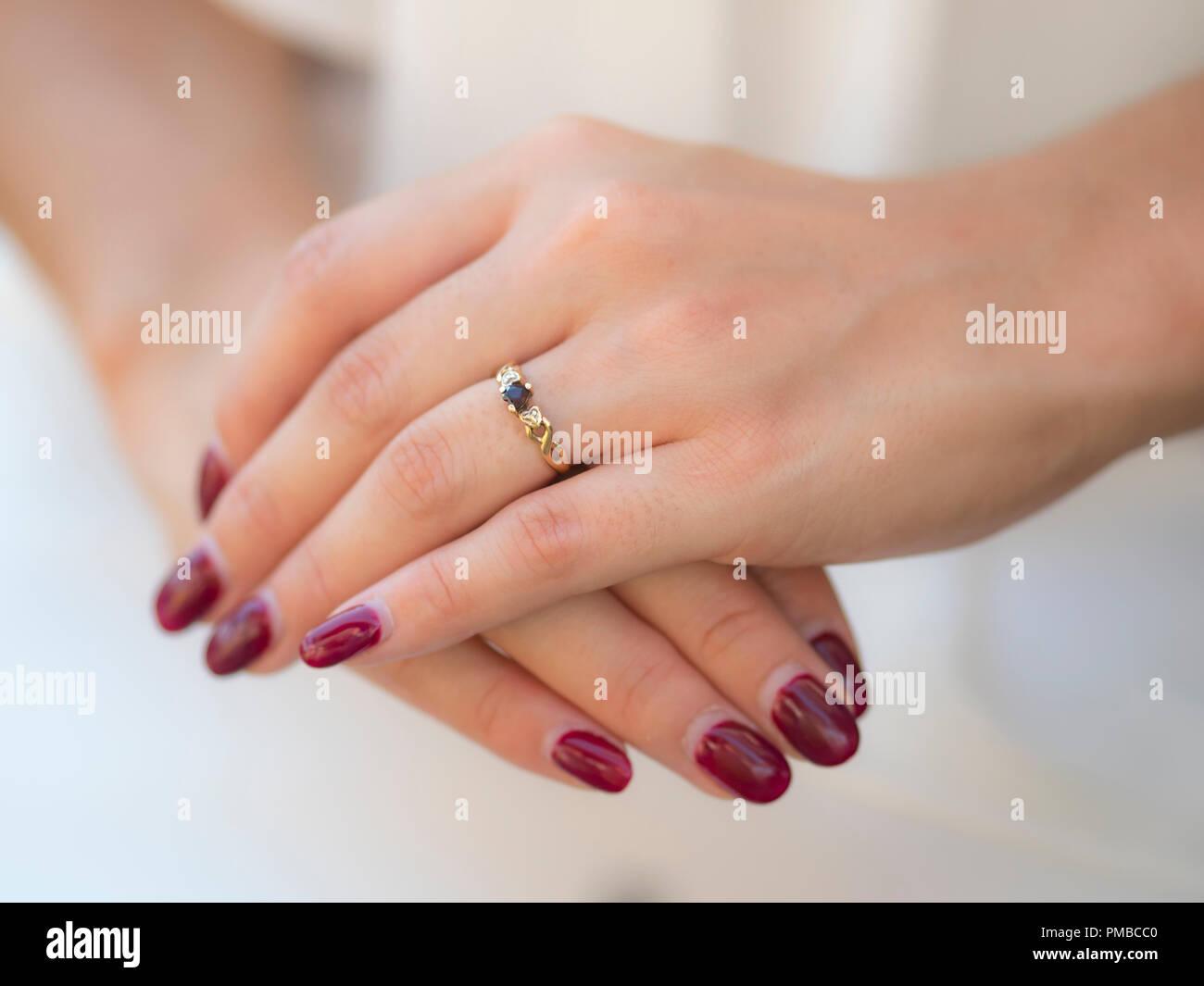 41c7fa3fbbb2 Betrothed Finger Imágenes De Stock   Betrothed Finger Fotos De Stock ...
