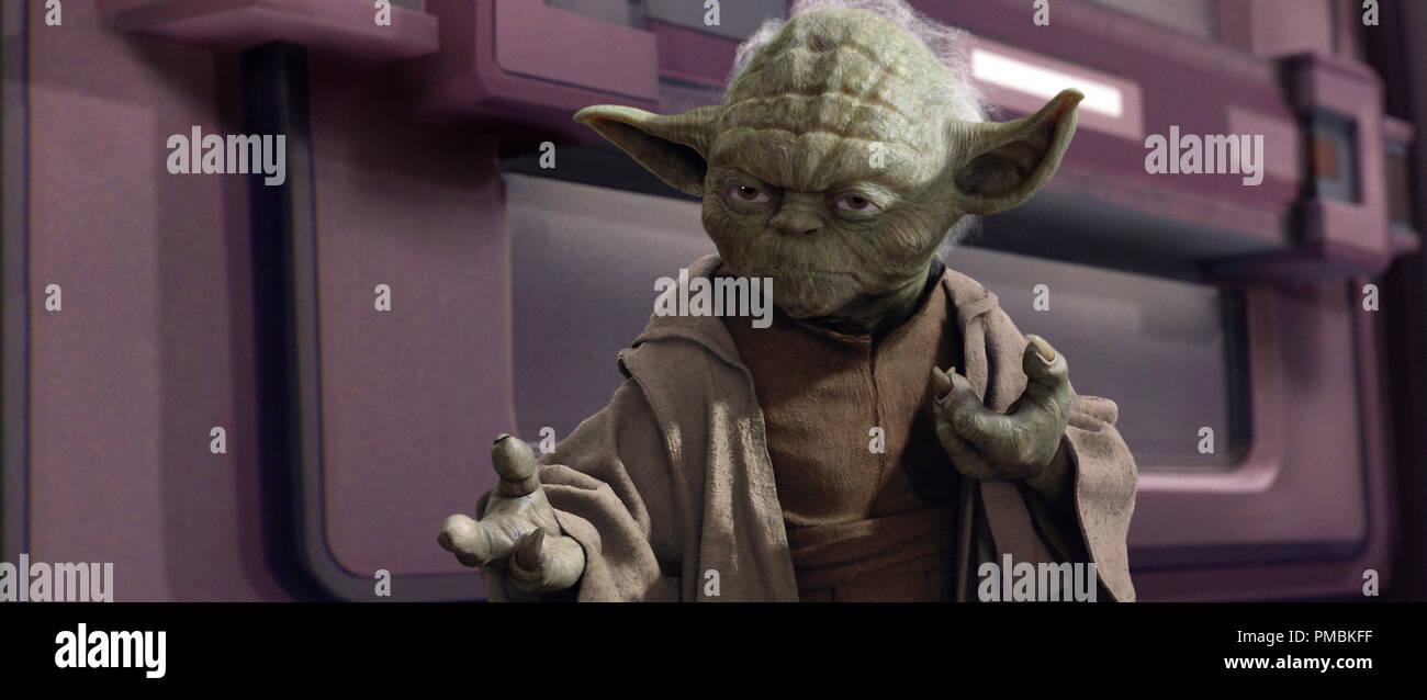 Al Maestro Jedi Yoda sabe que hay momentos en el que ser un pacifista sólo wonÕt trabajar en Star Wars: Episodio III La venganza de los Sith. TM & © 2005 Lucasfilm Ltd. Todos los derechos reservados. Imagen De Stock