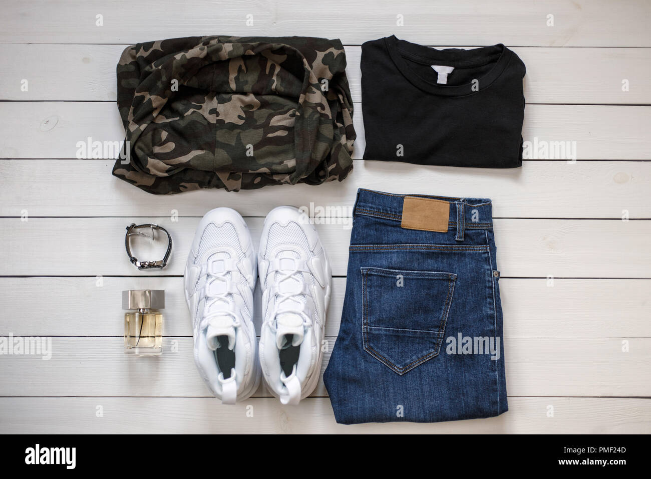 1444874cf8 Nuevo y elegante de moda primavera verano 2018 colección de ropa para  hombres de madera sobre