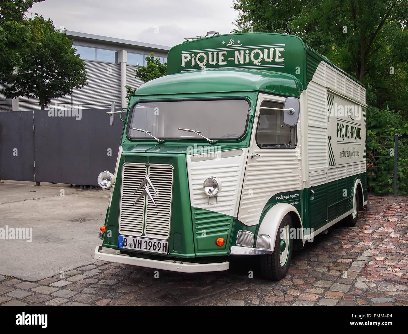 Berlín, Alemania, del 30 de julio de 2016: Citroën H Van en las calles de la ciudad Foto de stock