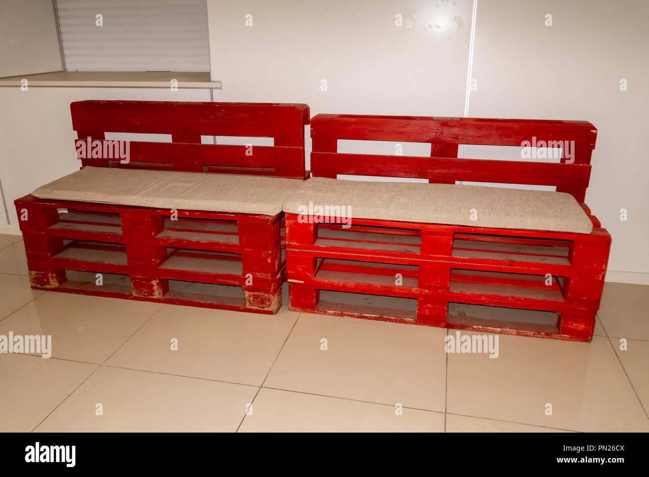 Disparo De Muebles Hechos De Palets Innovadores Y Respetuosos Con - Muebles-hechos-con-palet