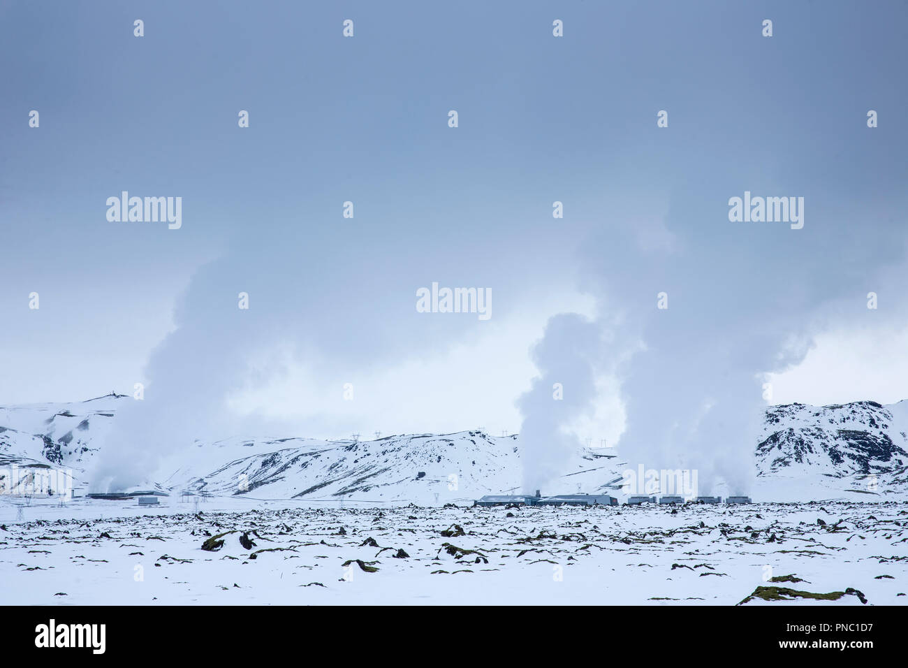 Subiendo al vapor en energía Orka Natturunn, la energía de la naturaleza, energía verde planta geotérmica energía renovable, Reykjavik, el sur de Islandia Imagen De Stock