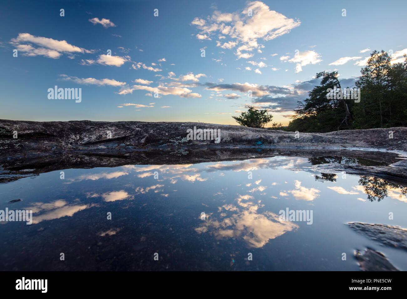 Reflexiones en roca calva Vistas - Preservar el patrimonio de roca calva, Cleveland, Carolina del Sur, EE.UU. Foto de stock