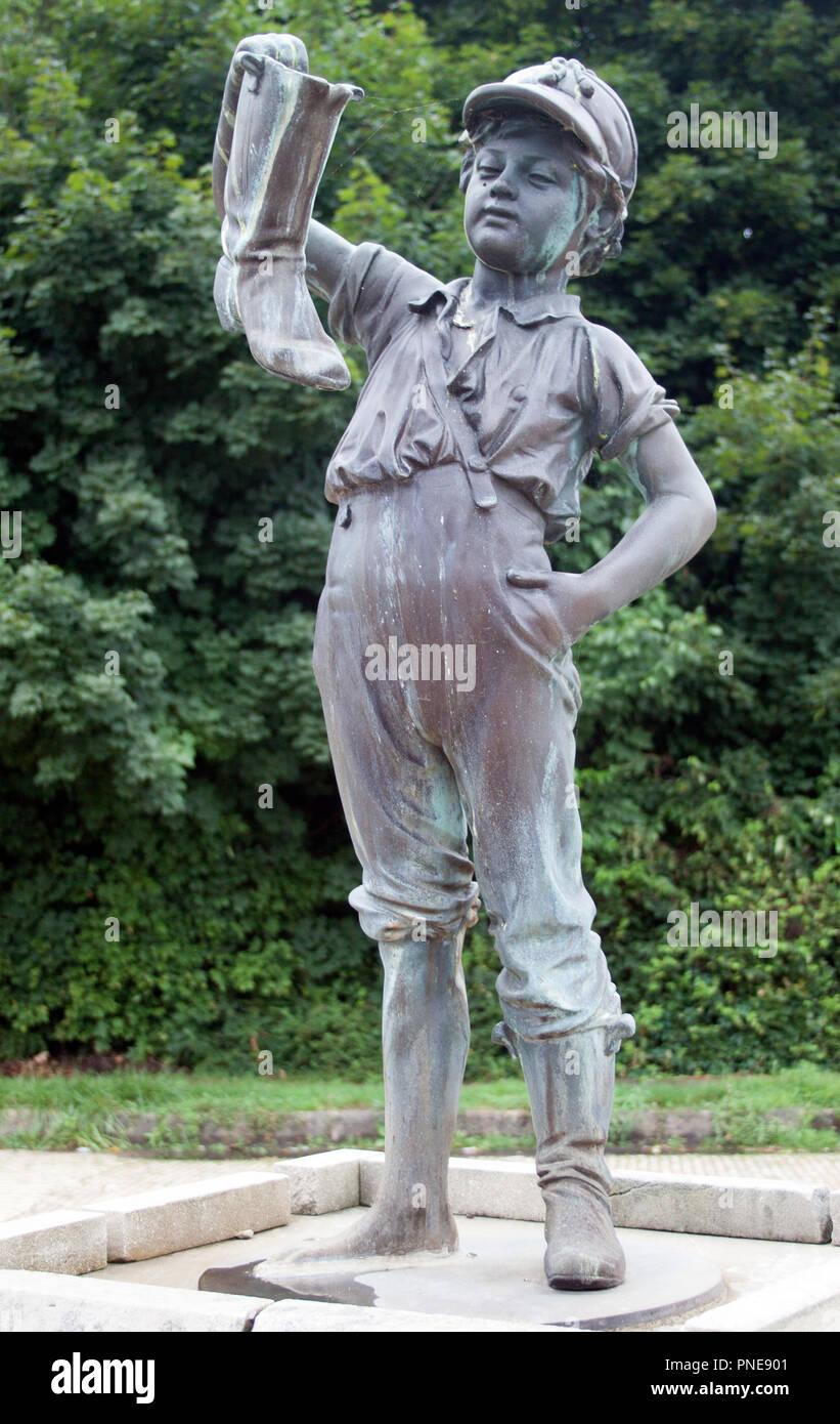Chico y Boot estatua en Wellsville Ohio Imagen De Stock