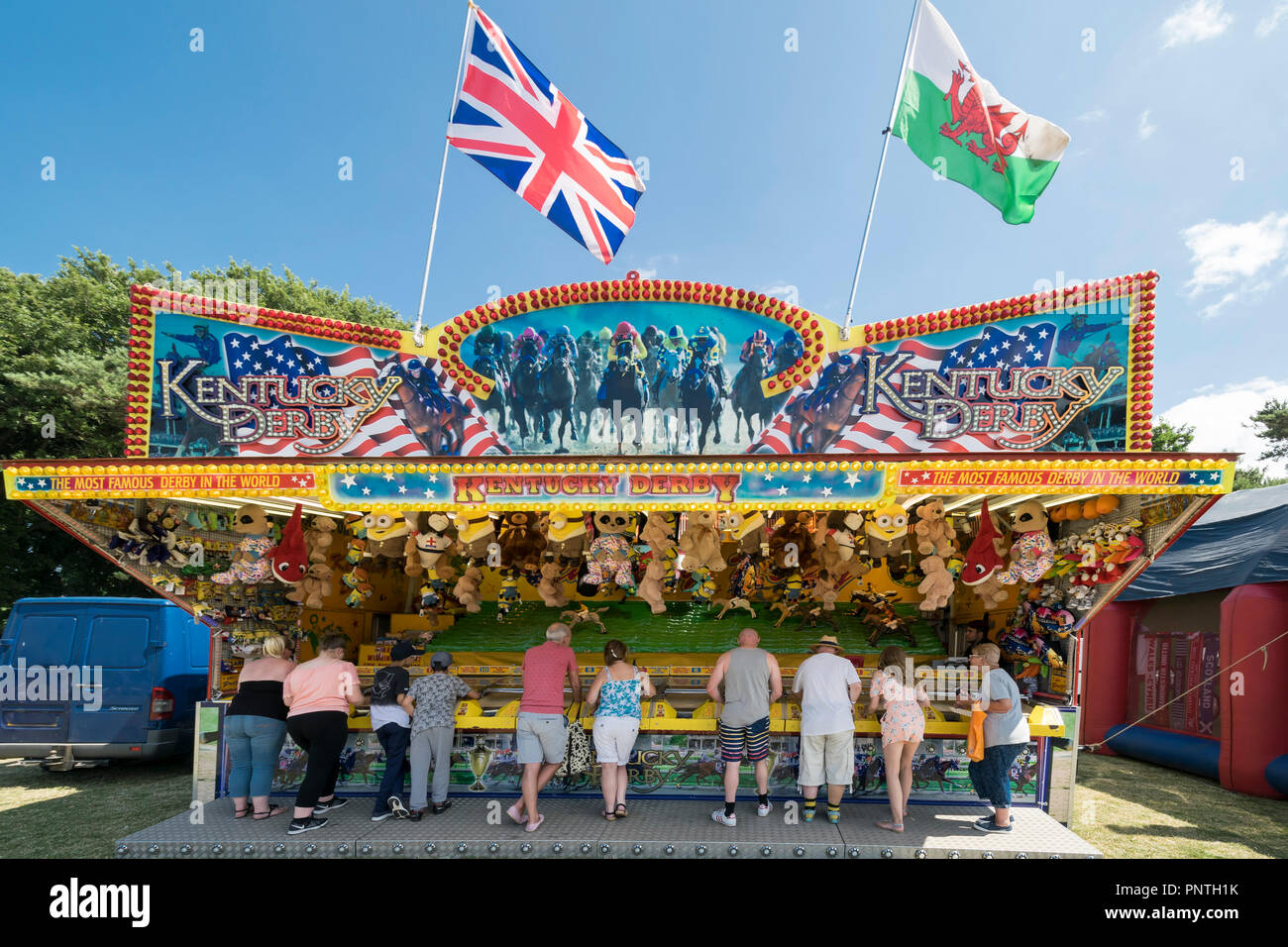 Abergele Carnaval y suerte 14 de julio de 2018 en la costa de Gales del Norte, Kentucky Derby juego de carreras de caballo cale Foto de stock
