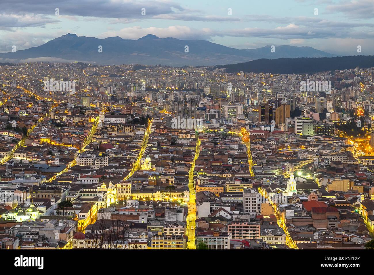 Quito, Ecuador, en la noche Imagen De Stock