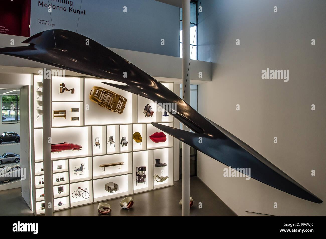 Pinakothek der Moderne, es superlativo en muchos sentidos. Es la más antigua del mundo Design Museum. Imagen De Stock