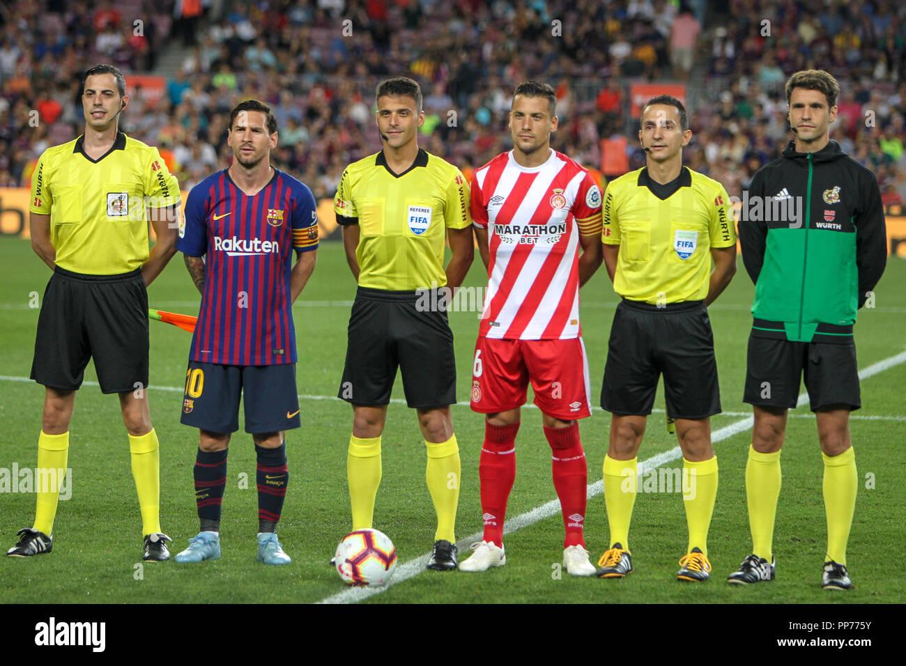 ¿Cuánto mide Àlex Granell? Barcelona-espana-el-23-de-septiembre-de-2018-el-camp-nou-barcelona-espana-la-liga-de-futbol-barcelona-girona-versus-leo-messi-del-fc-barcelona-y-granell-de-girona-fc-capitanes-con-arbitros-credito-ukko-imagesalamy-live-news-pp775y