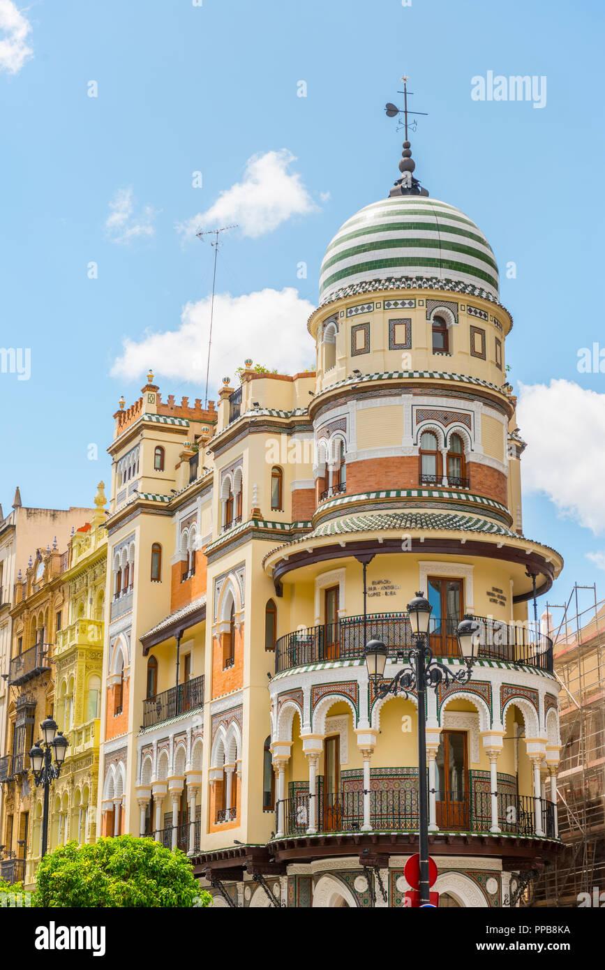 Casa, arquitectura morisca, Edificio de la Adriática, Andalucía, España Imagen De Stock