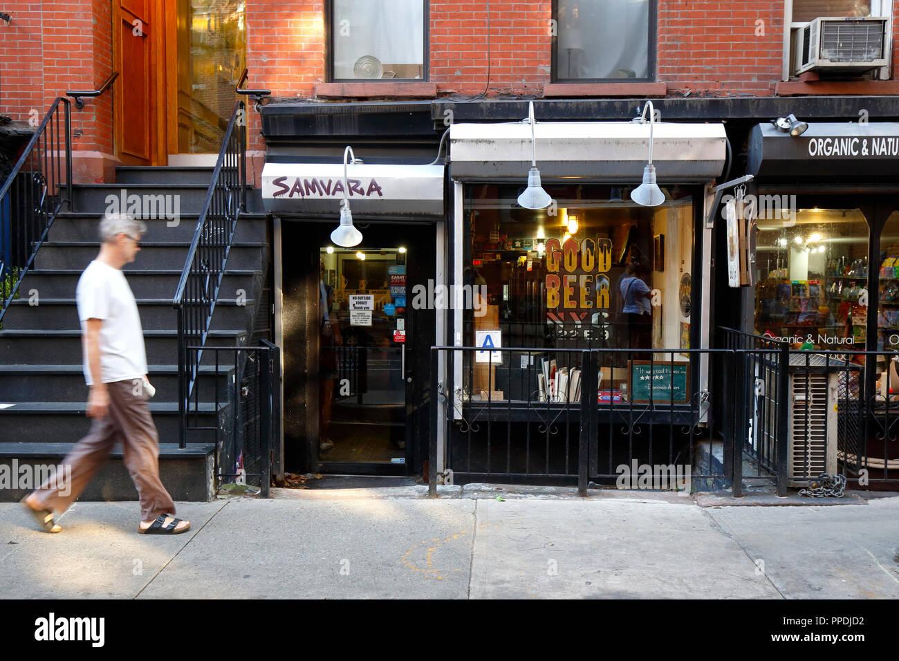 Buena Cerveza, 422 E 9th St, New York, NY. exterior del escaparate de una tienda de cerveza artesanal en el East Village barrio de Manhattan. Foto de stock