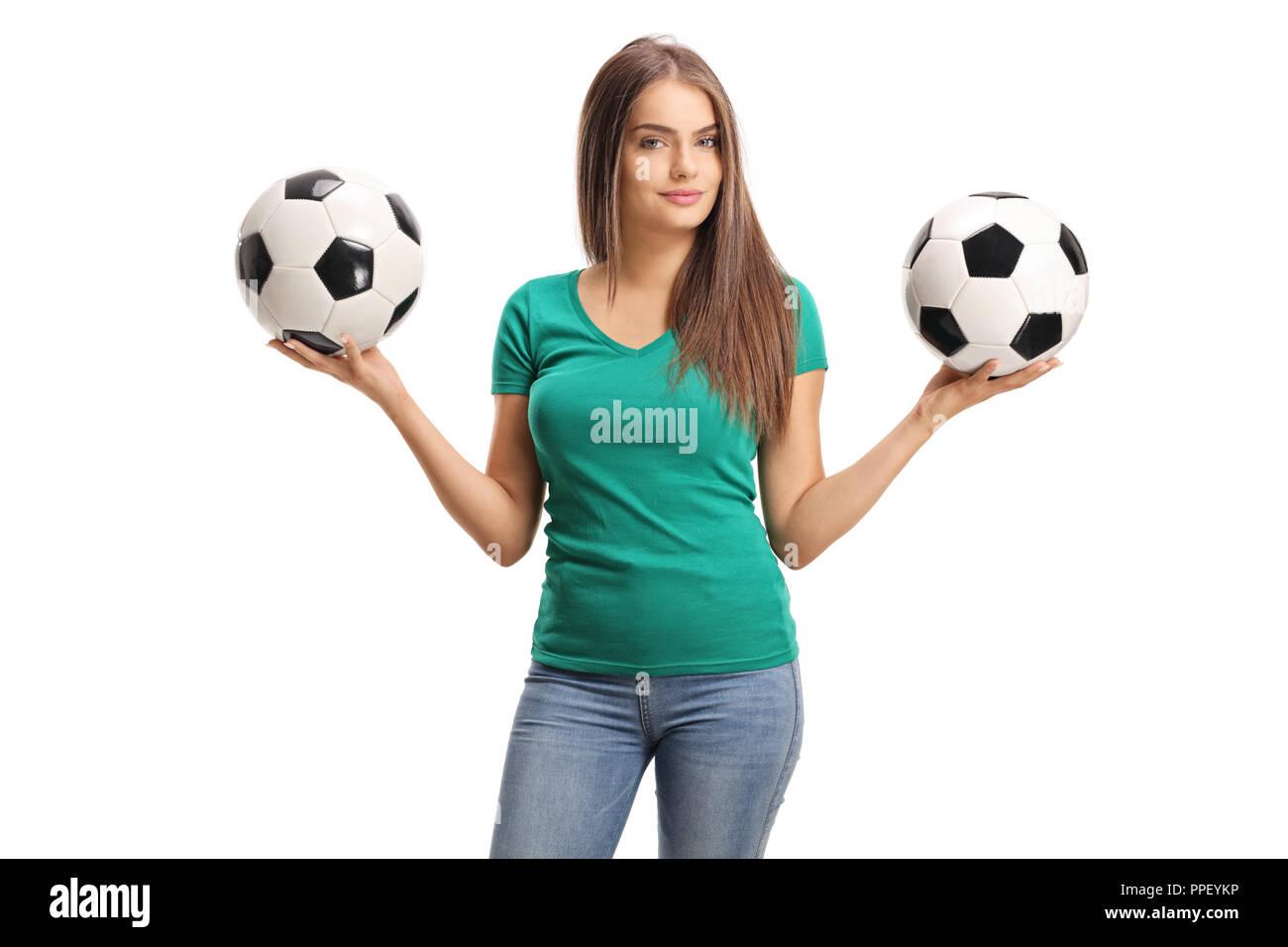 3aefb237db26c Hermosa joven sosteniendo dos balones de fútbol aislado sobre fondo blanco.  Imagen De Stock