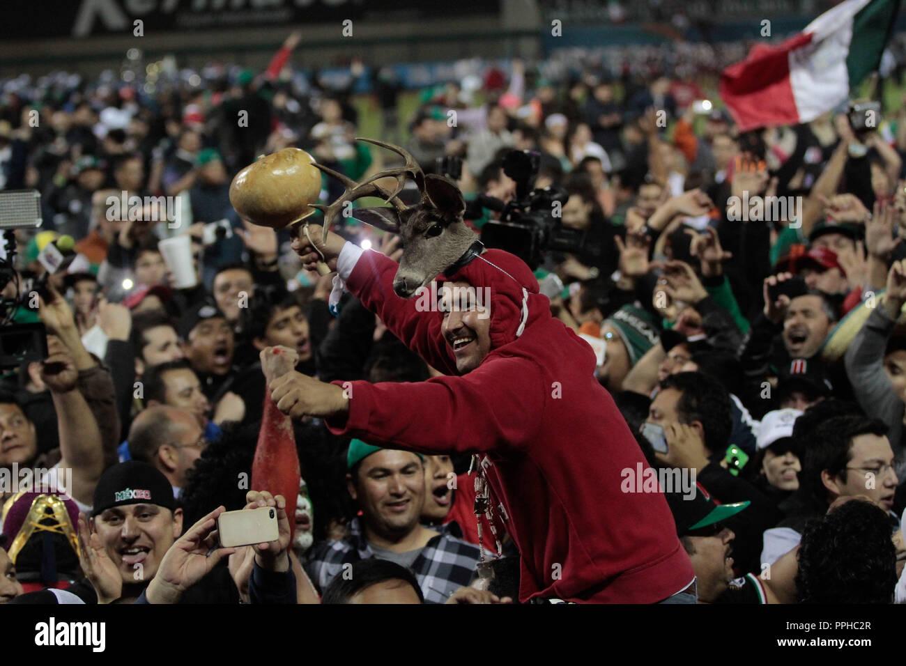La Danza del Venado. Danzantes del Venado. El equipo de México se corono campeón de la Serie del Caribe 2013 en duelo contra República Dominicana que du Imagen De Stock