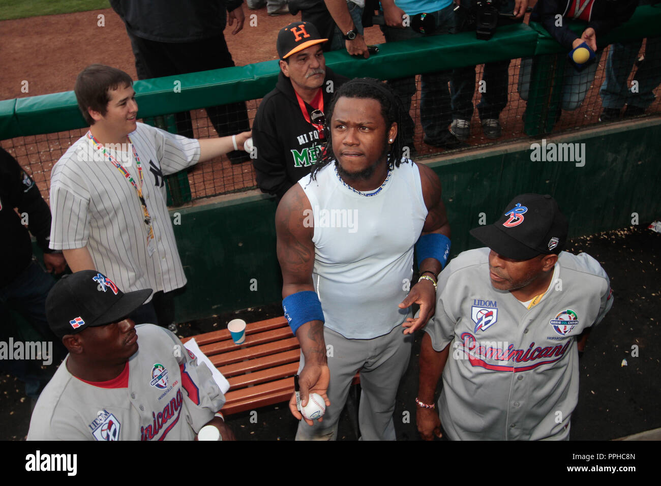 Hanley Ramírez (Dominicano) firma autografos durante la Serie del Caribe 2013 de Beisbol, Puerto Rico vs Republica Dominicana , en el estadio S Imagen De Stock