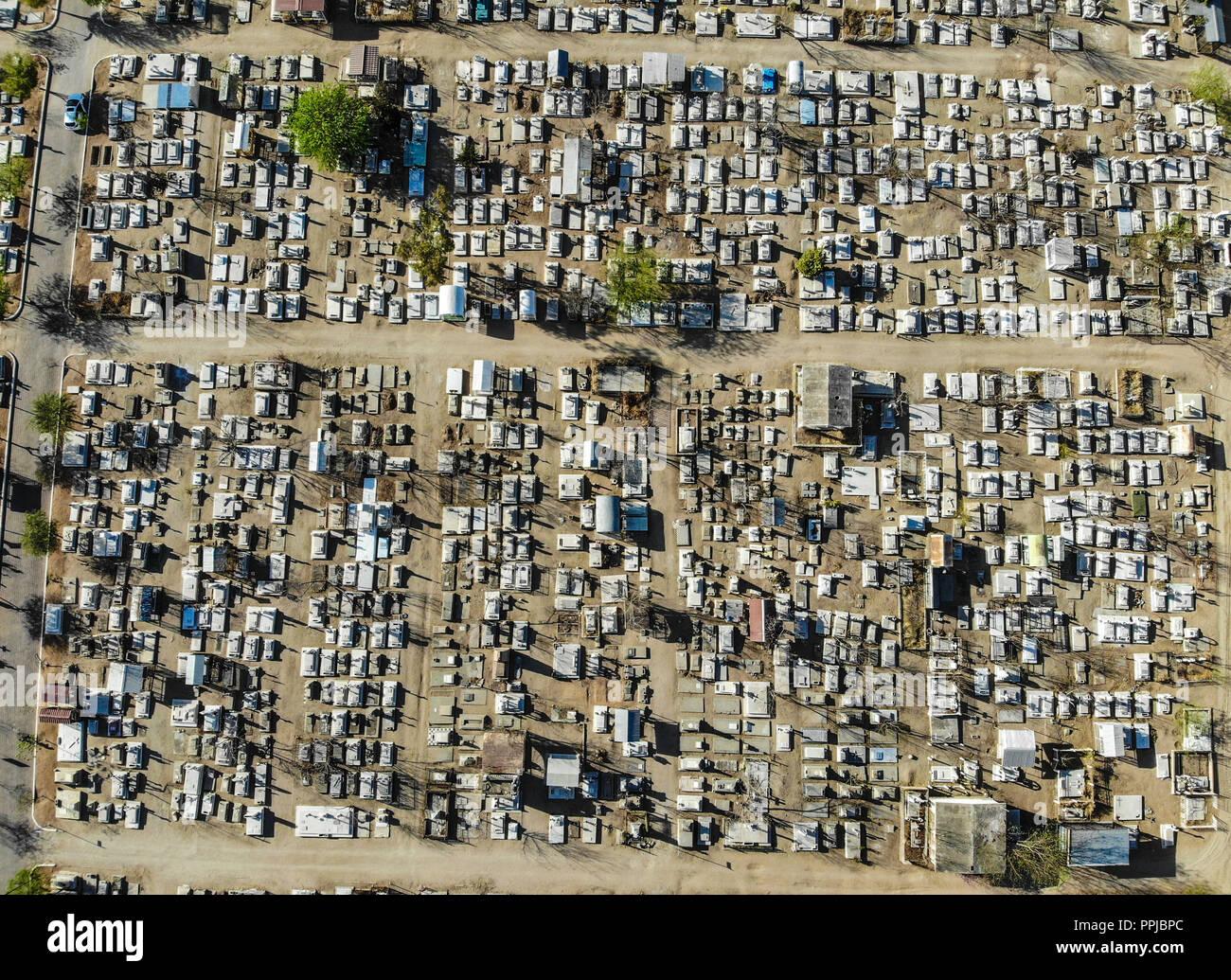 Vista Aérea del panteón Yáñez. Del Panteón o campo santo en Hermosillo, Sonora. Día de la muerte, tumbas, lápidas, muerte, Foto de stock