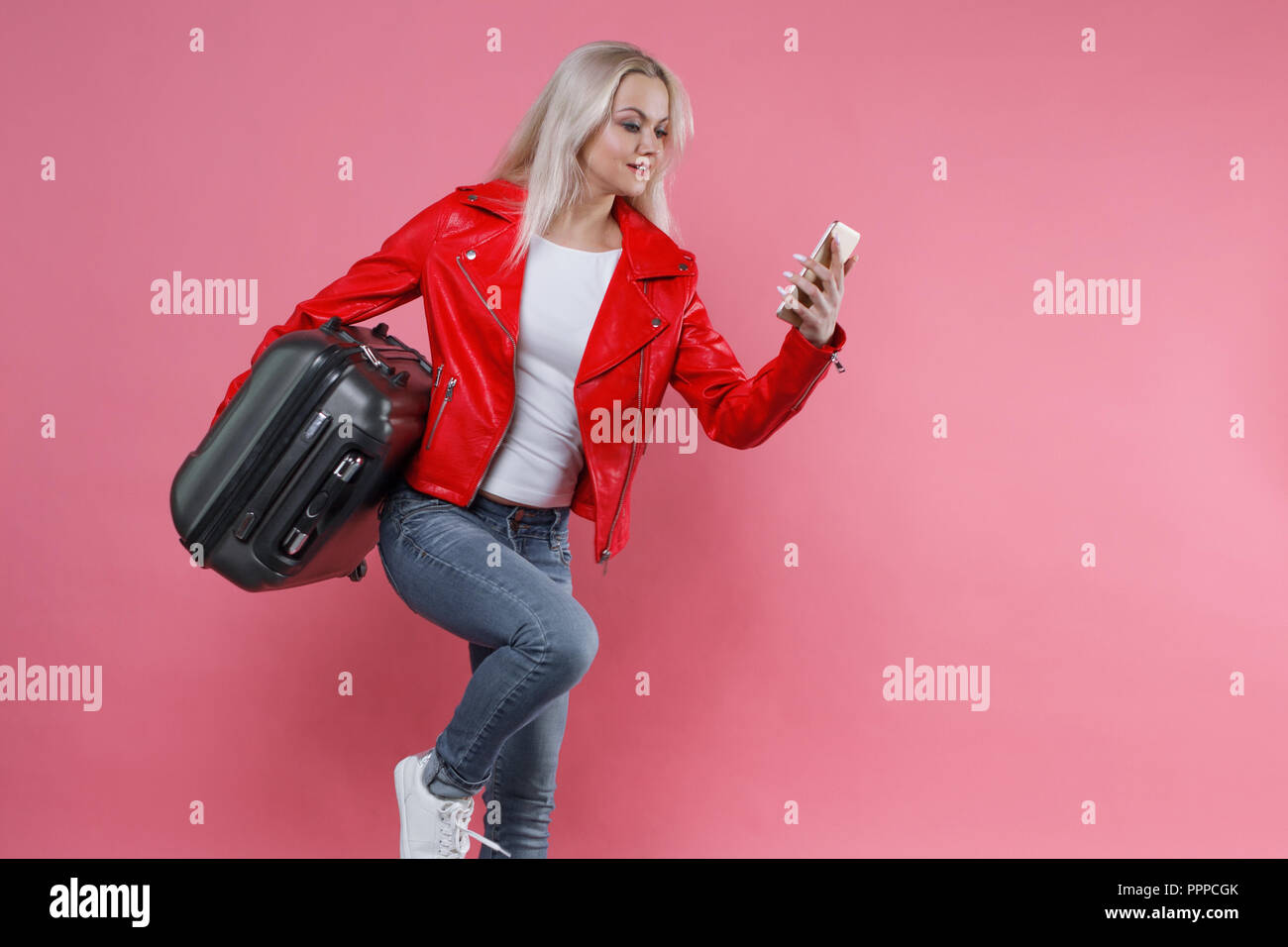 Luggage Girl Road De Stock amp; Imágenes Blonde On 4w54zq