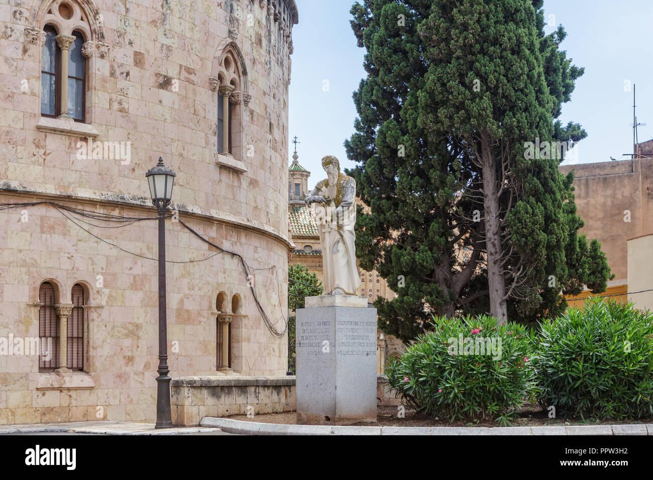 Catalunya discriminada por Madrid - Página 2 Monumento-al-apostol-san-pablo-en-tarragona-espana-ppw3h2