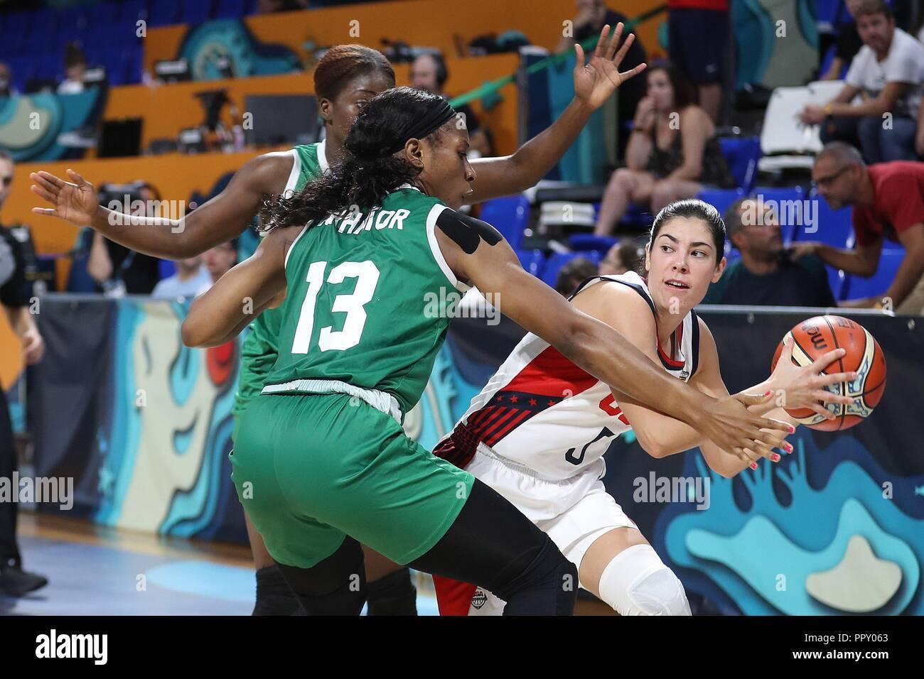 Nacional de EE.UU. jugador de baloncesto femenino Kelsey Plum (R ...