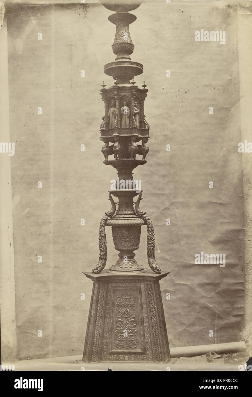 Candelabro en Santa Maria en Organo; Verona, Italia; alrededor de 1865 - 1885; Albúmina imprimir plata Imagen De Stock