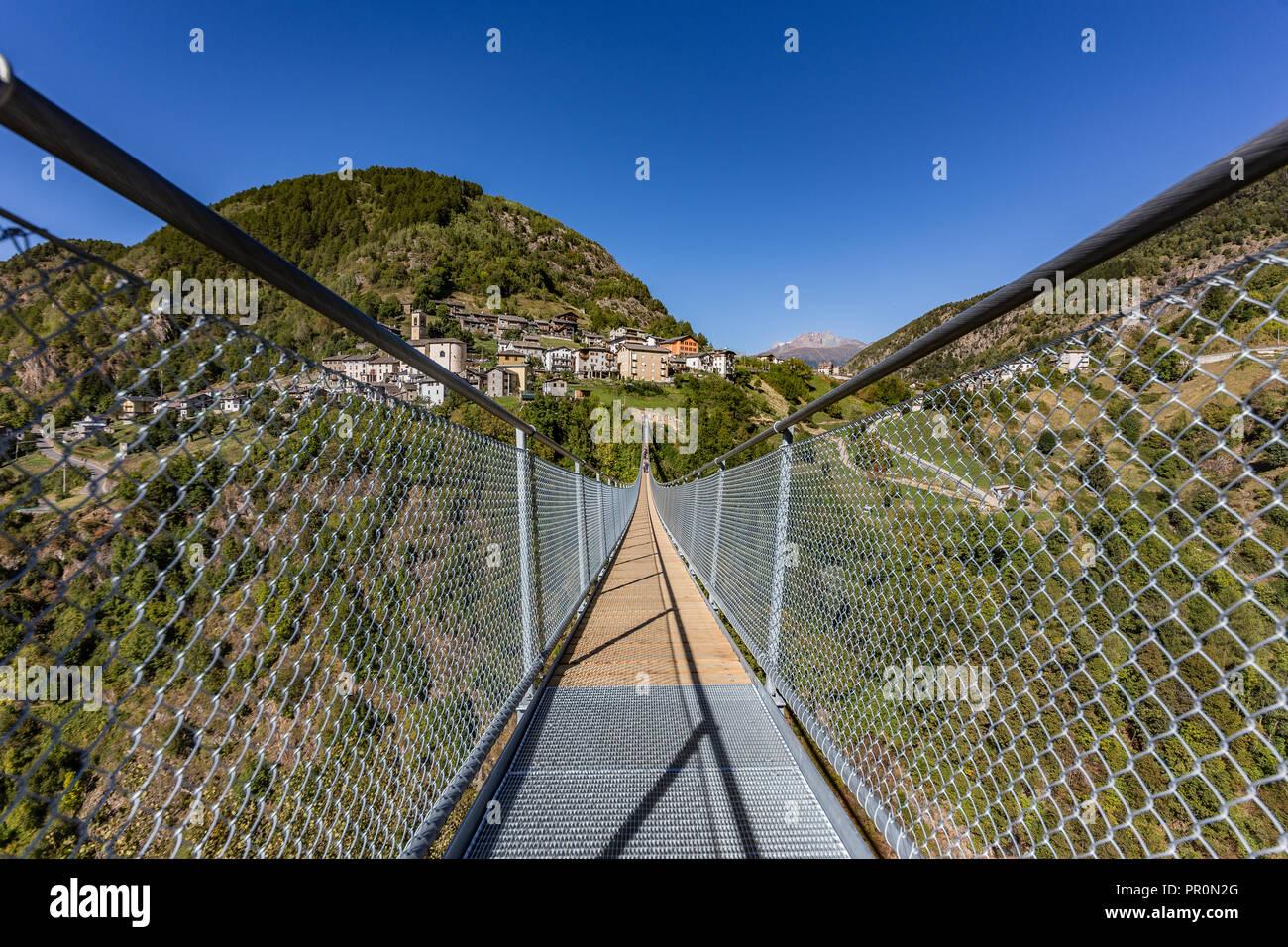 """Puente tibetano """"Puente en el cielo"""", la más alta de Europa. Foto de stock"""