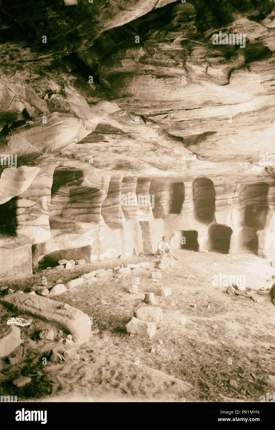 Trans-Jordan. Petra. Una tumba exterior. (Mostrando típicas vetas en roca). 1898, Jordania, Petra, extinto ciudad Foto de stock
