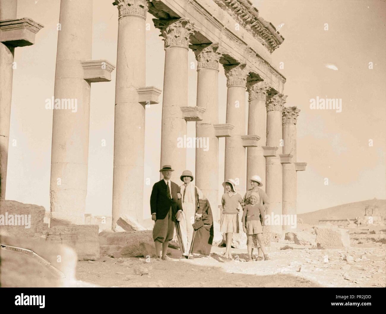 Palmyra. La sección de la columnata que muestra los soportes de columna peculiar de Palmyra. 1920, de Siria, de Tadmur Imagen De Stock