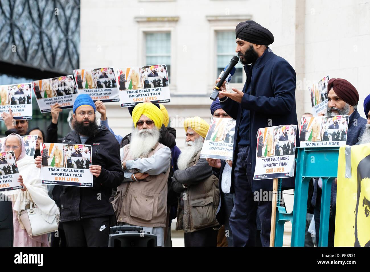 Birmingham, Reino Unido - 30 de septiembre de 2018. Orador en una protesta para exigir la liberación de Jagtar Singh Johal, de 31 años de Escocia sij británico detenido en la India durante casi un año, la protesta fue organizada por el grupo Jaggi gratis ahora. Foto Steven Mayo / Alamy Live News Foto de stock