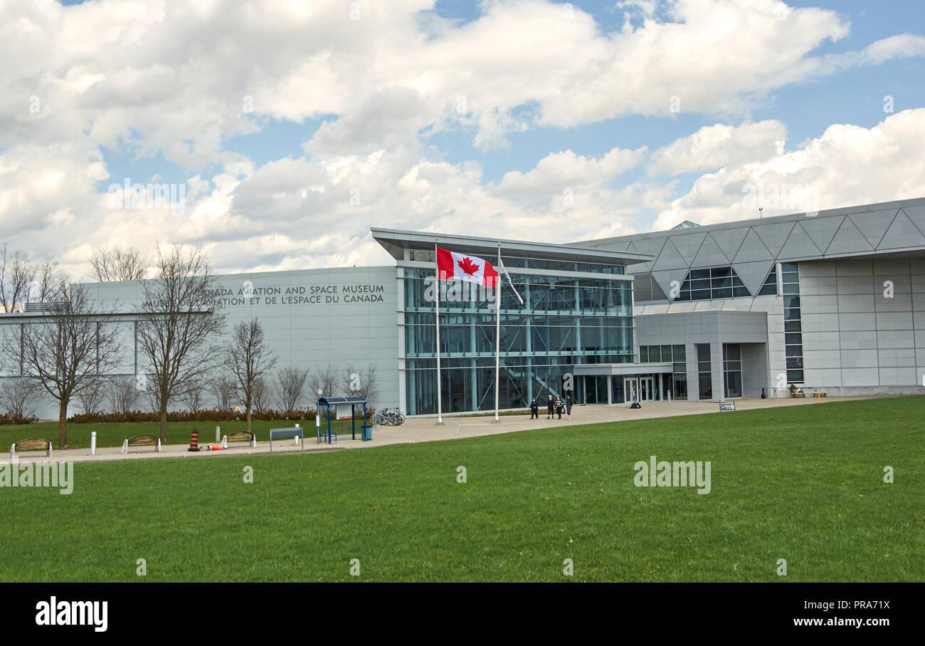 OTTAWA, Canadá - 5 de mayo de 2018: Canadian Aviation y el Museo del Espacio. La Aviación de Canadá y el espacio Museo Nacional del Canadá es el museo de historia de la aviación lo Foto de stock