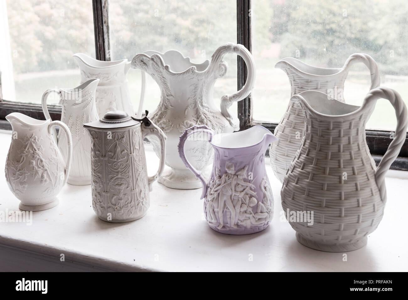 Colección de los siglos xix y xx jarras de moldeado de socorro Imagen De Stock