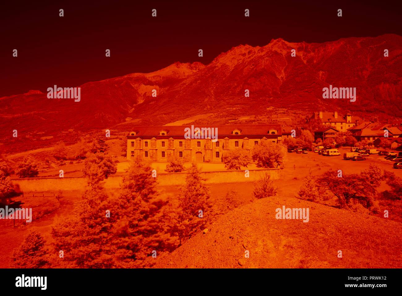 Imagen infrarroja, Francia, Altos Alpes, ejemplo de imagen IR Digital, antes de la transformación. Filtro de infrarrojos NIKON 850 Imagen De Stock